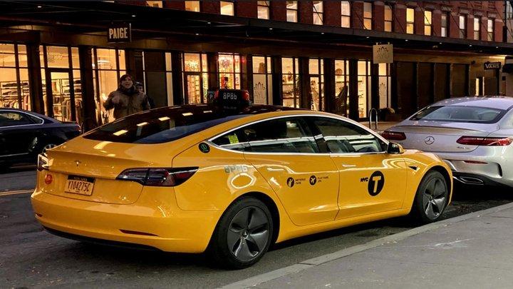 Tesla Model 3 перше електричне таксі в Нью-Йорку