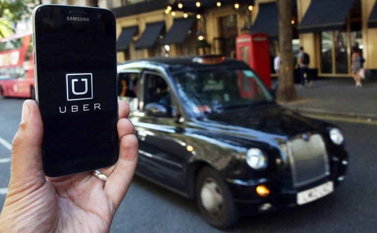 Верховний суд Британії визнав водіїв Uber найманими працівниками.