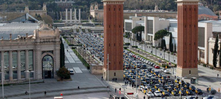 Профсоюзы водителей такси протестуют против возвращения Uber в Барселону