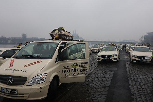 Демонстрация таксистов в Кельне