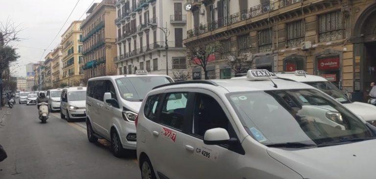 В Неаполе продолжаются протесты таксистов