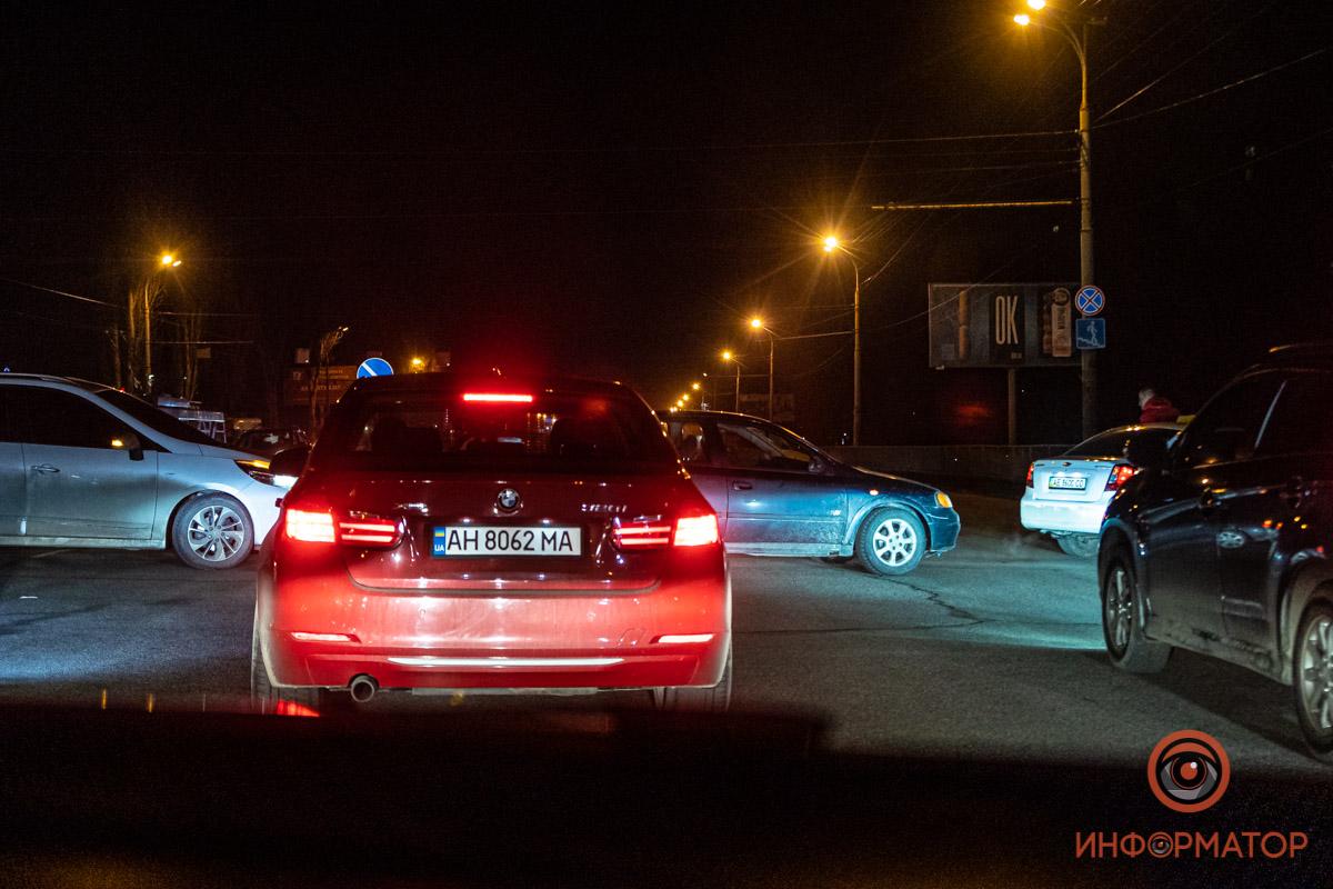 В некоторых частях города таксисты перекрывали дорогу, чтобы проехала колона