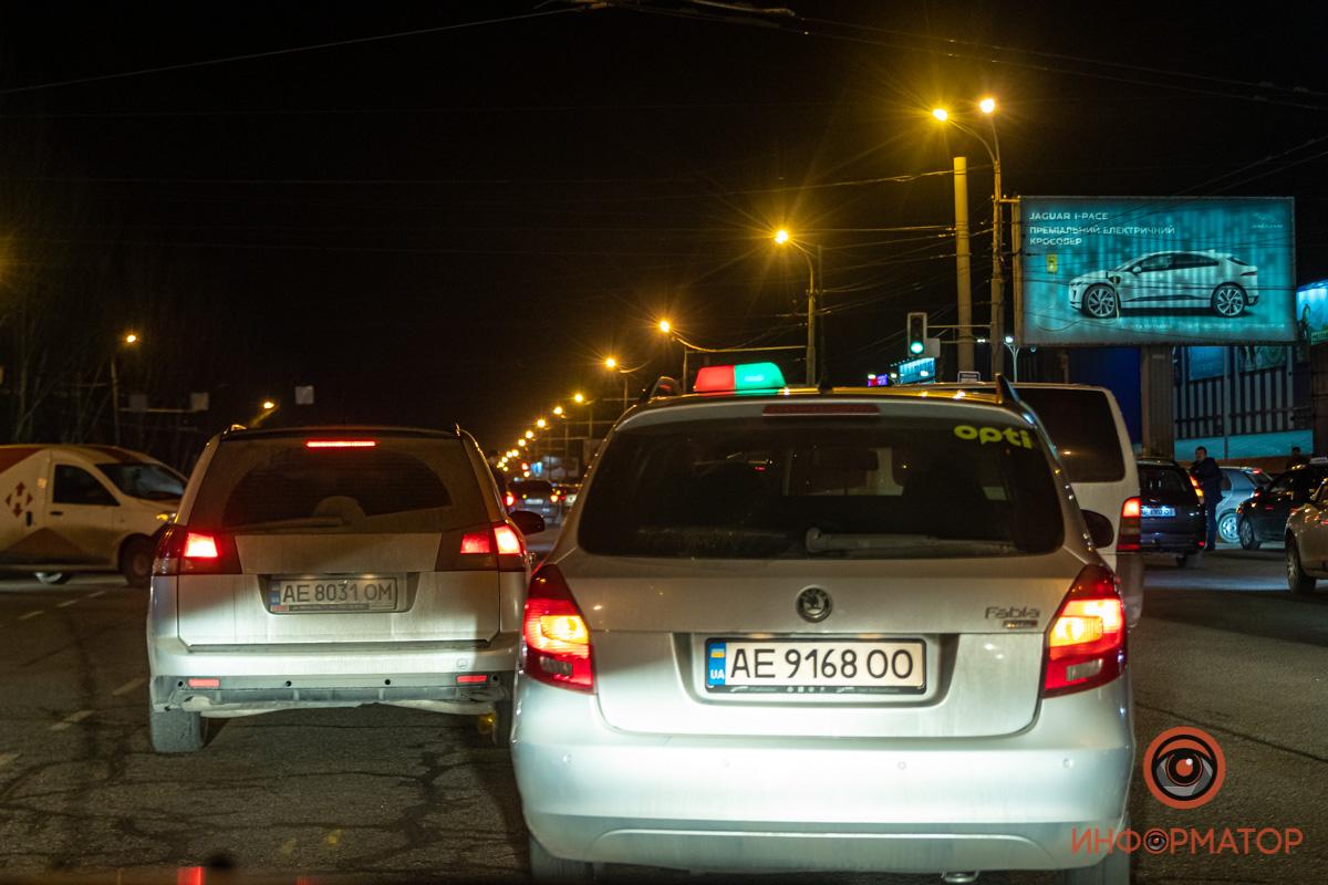 Таким образом таксисты решили привлечь внимание руководителей компаний к условиям работы