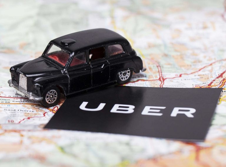 Відсьогодні водії Uber у Британії вважаються найманими працівниками з відповідними правами