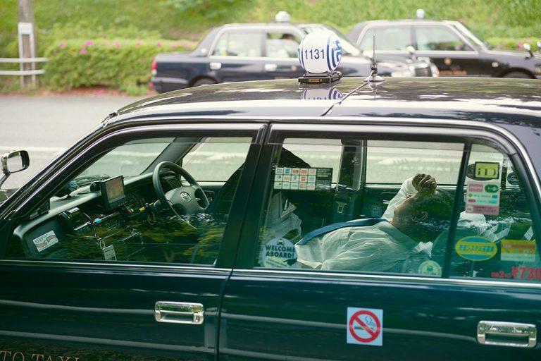 Спящие таксисты в Японии