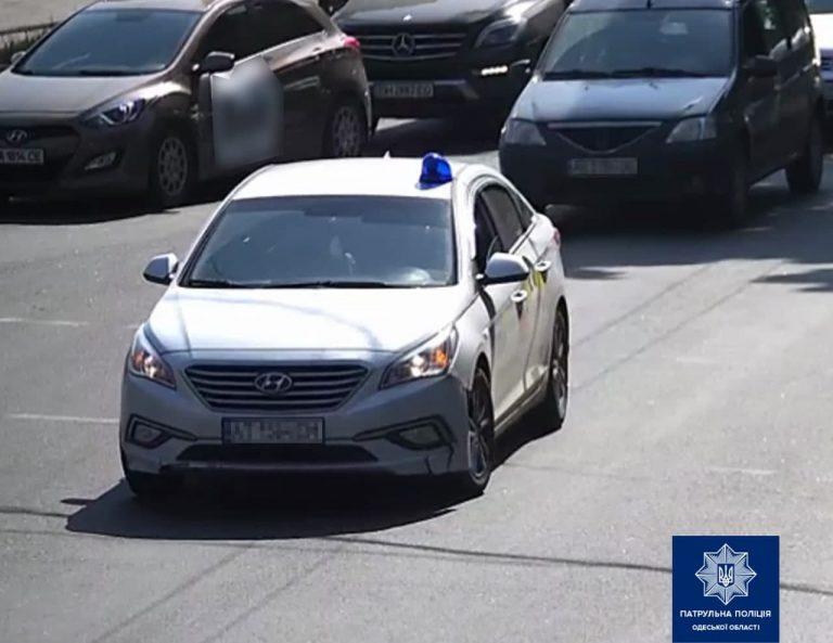 В Одесі водій Uklon незаконно встановив та використовував спецсигнали (Відео)