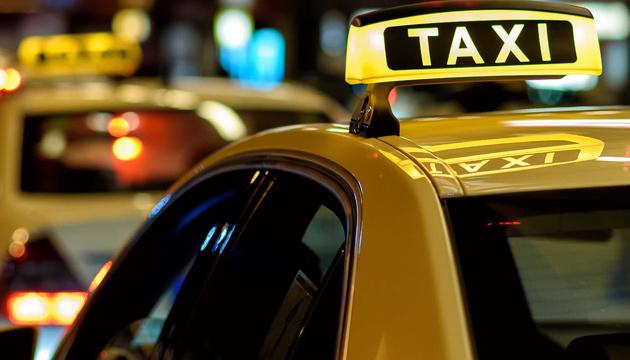 Парад в центре Киева взвинтит стоимость поездки в такси на 20%