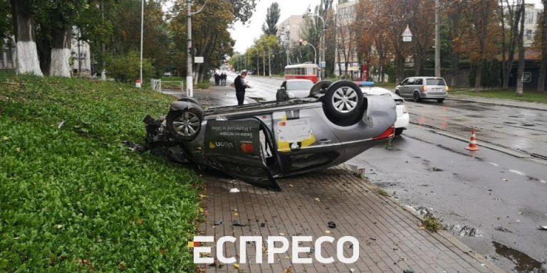 ДТП з Uklon, внаслідок якої постраждав водій та пасажирка (Відео)
