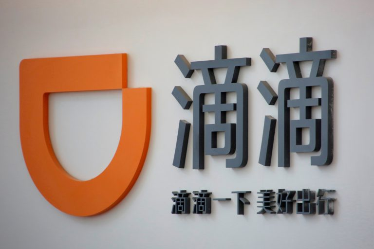 Сервис такси DiDi потерял до 30% клиентов после конфликта с Пекином