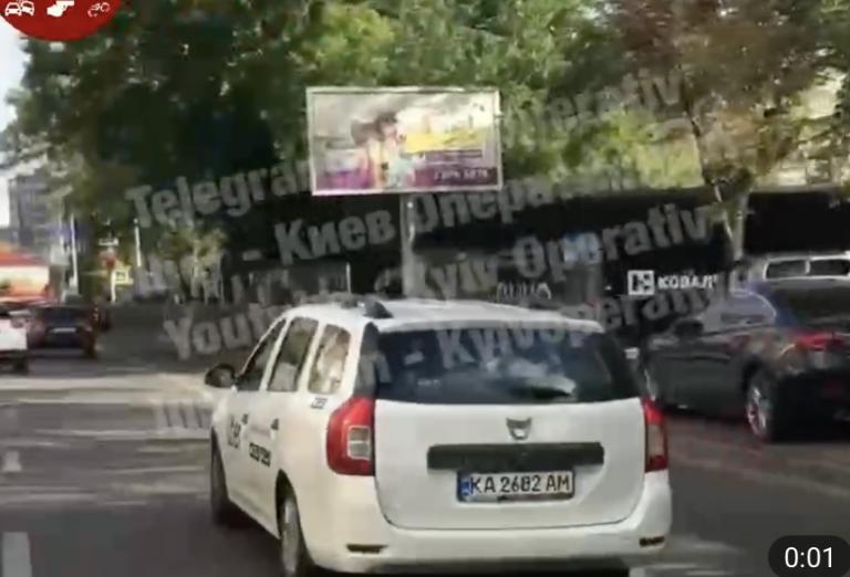 У Києві таксист Uber прокотив дитину в багажнику: в мережу потрапило відео