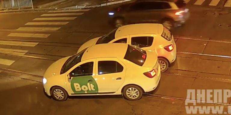 В Дніпрі два водія Bolt не поділили дорогу (Відео)