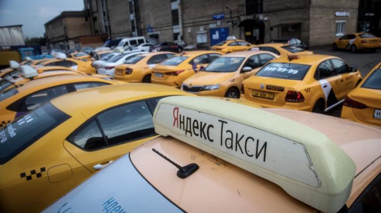 В подмосковных городах бастуют таксисты. Агрегаторы вынуждены идти им на уступки